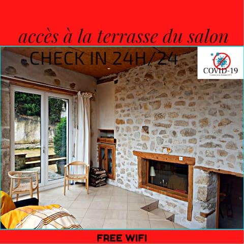 Bienvenue dans votre maison Kiamour  pour passer un séjour unique dans un carde calme et reposant.  Capacité =  6 personnes + 2  supplémentaires.