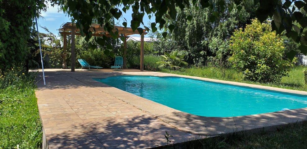 Casa Parcela de descanso con piscina.