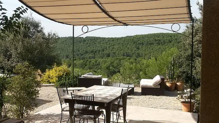 Villa provençale avec piscine - Cornillon-Confoux - Hus