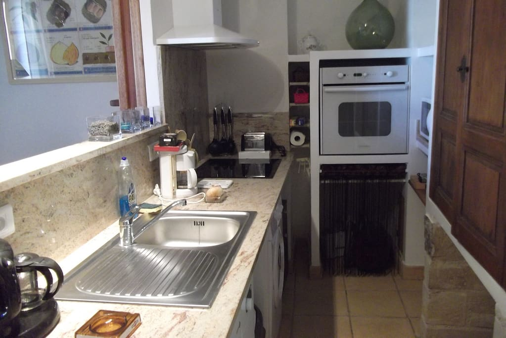 Cuisine (four, micro-ondes, lave-vaisselle, lave-linge, plaque induction, frigo-congélateur, ...)