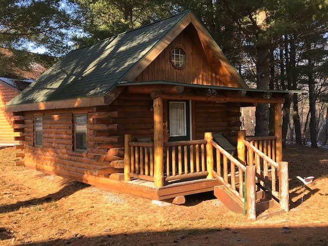 Dilly's Tiki Suite Cabin (On The Water)