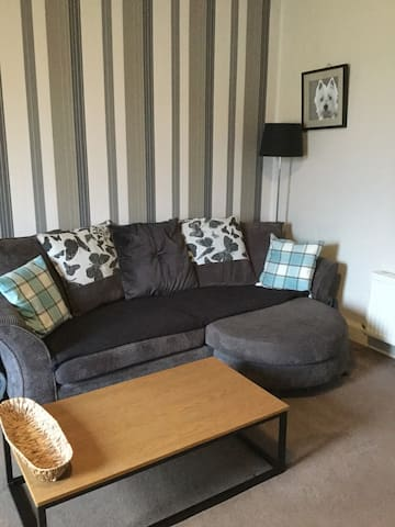 Lovely one bedroom apartament,direct bus to city centre in Edinburgh.Close to local parks and shops in a quiet building next to the main road in South of Edinburgh - Edinburgh - Byt