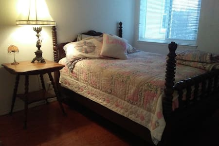 Budget Comfy Very Nice Room 1.5 baths - Walnut Creek - Haus
