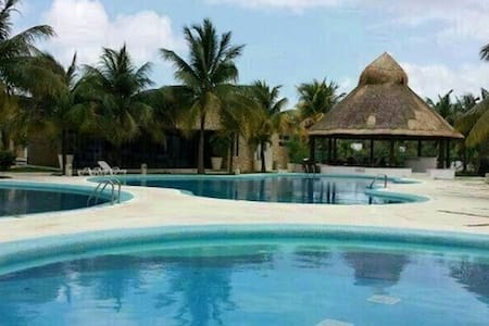 Room in Cancun +Private bathroom +Swimpools - Канкун - Дом