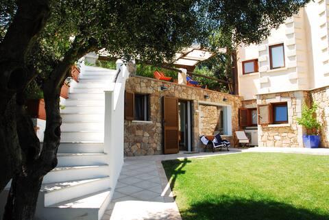 Villa with garden overlooking Tavolara island