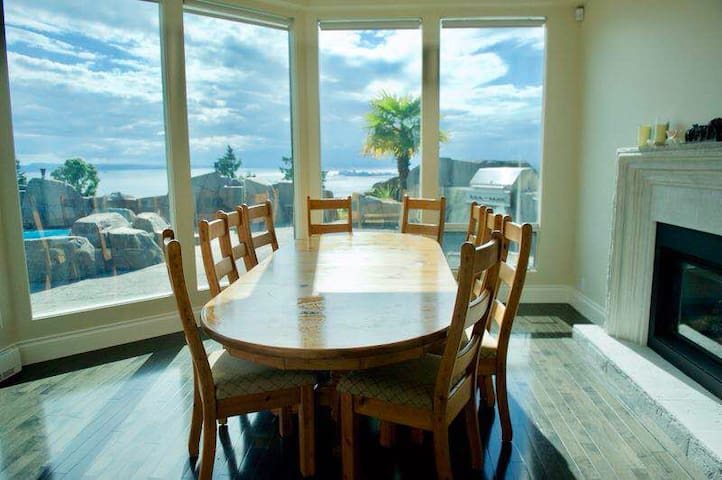 Entire home with beautiful view-5 rooms
