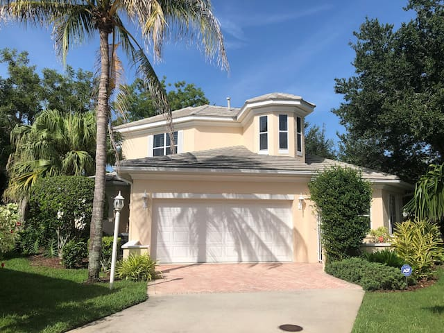 Close to downtown and Siesta Key Beach