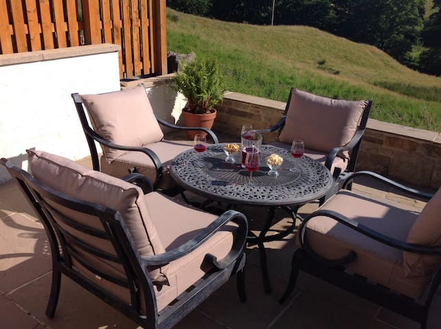 Trawden country cottage with amazing view