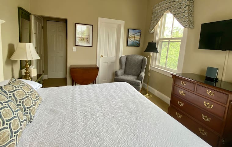 Chesapeake Room at the Flag House Inn