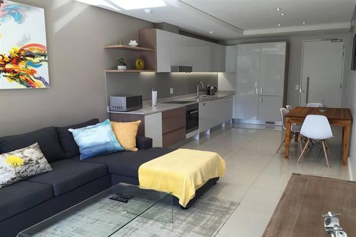 Executive Secure Modern Apartment