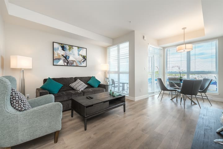 New Sleek and Modern 1BR with Balcony in Historic Chinatown