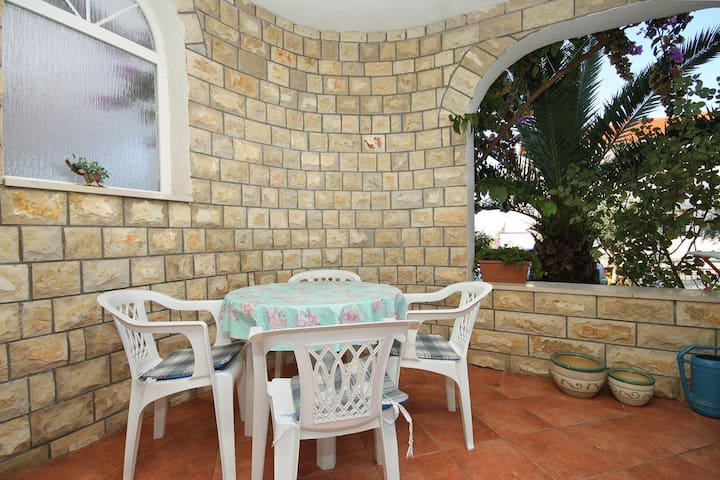 One bedroom apartment with terrace Novalja (Pag) (A-9334-d)