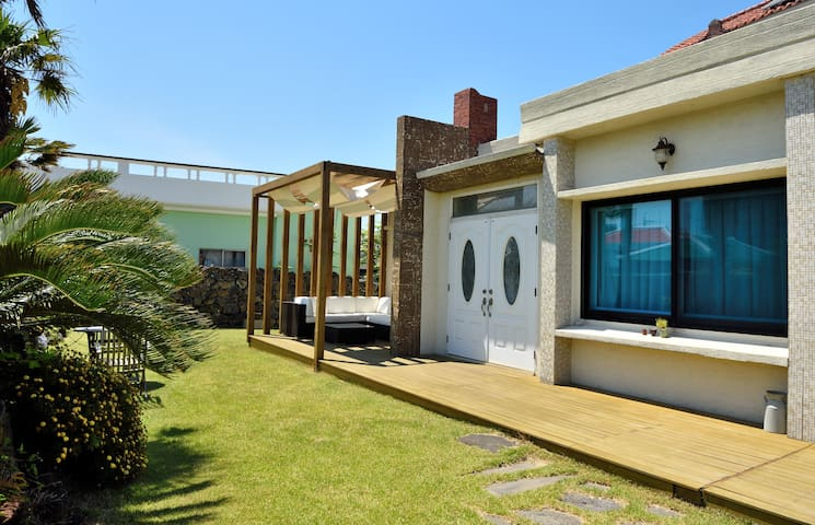 Jeju style unshared rental house - Hyeopjae beach