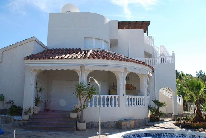 Luxury 5* Villa own Pool & Gardens. 5min to Beach.