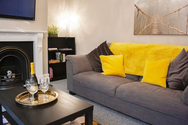 Kit's Place - Stylish 2 Double Bed Apartment