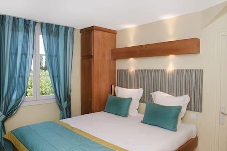 Hostellerie de charme - Verdun-sur-le-Doubs - Bed & Breakfast