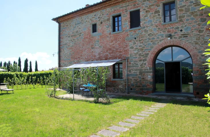 Gli Oleandri 1- Typical Tuscan farmhouse with pool - Cortona