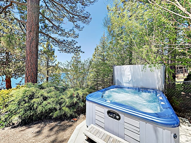 3BR on Big Bear Lake w/ Hot Tub & Private Dock