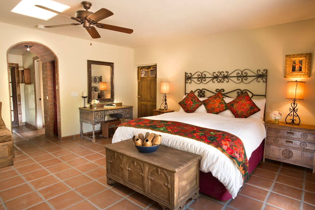 Large king bed with plenty of space to unwind under the beautiful Palm Springs sun.