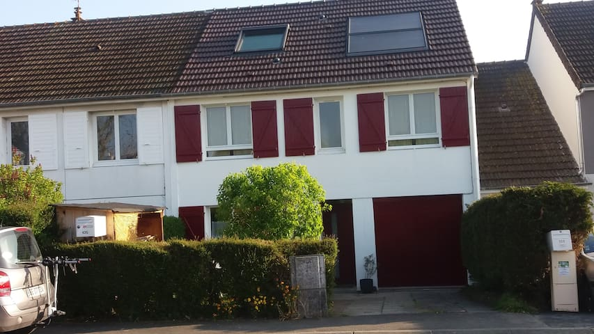 Grande maison quartier calme entre Caen et la  mer - Hérouville-Saint-Clair - Haus