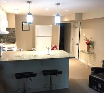 Cozy one bedroom apartment with hottub access - Bowmanville