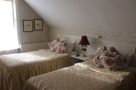 Twin room with en- suite