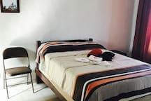 Cómoda habitación en calle privada