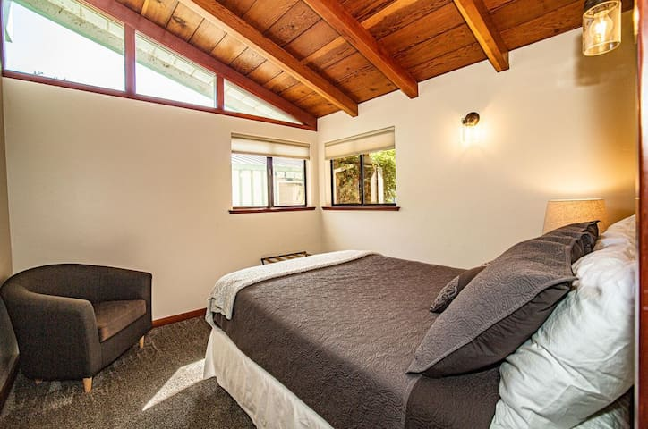 2nd Bedroom has 2 twin beds
