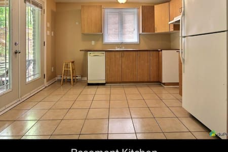 Walkout basement apt+backyard,CEGEP mins to Ottawa