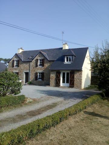 Maison entièrement rénovée à Riec sur Belon