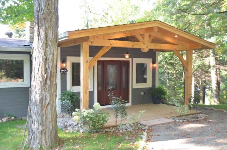 Sandhaven Cottage, Lakefront, Haliburton Ontario