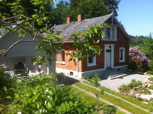 Lejlighed i villa med stor have. 85 m2 på 1. sal. - Vejle - Leilighet