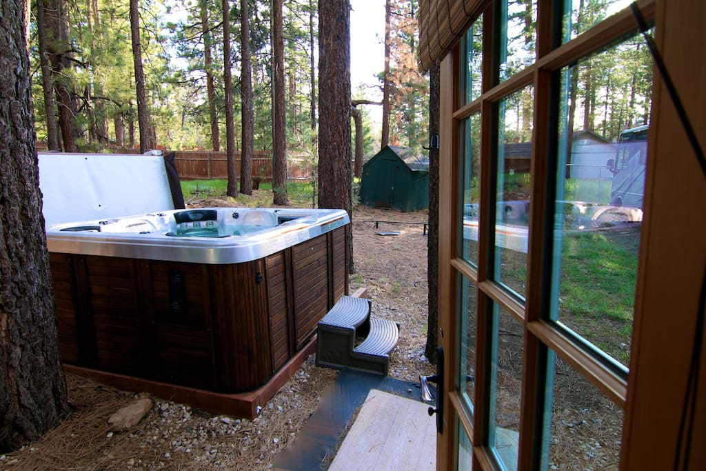 Luxury remodeled cabin jacuzzi 5 cabins for rent in for Big bear cabins with jacuzzi tubs