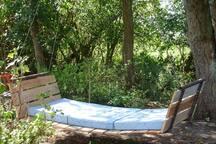 Unsere Baumschaukel ermöglicht den Mittagsschlaf im Freien