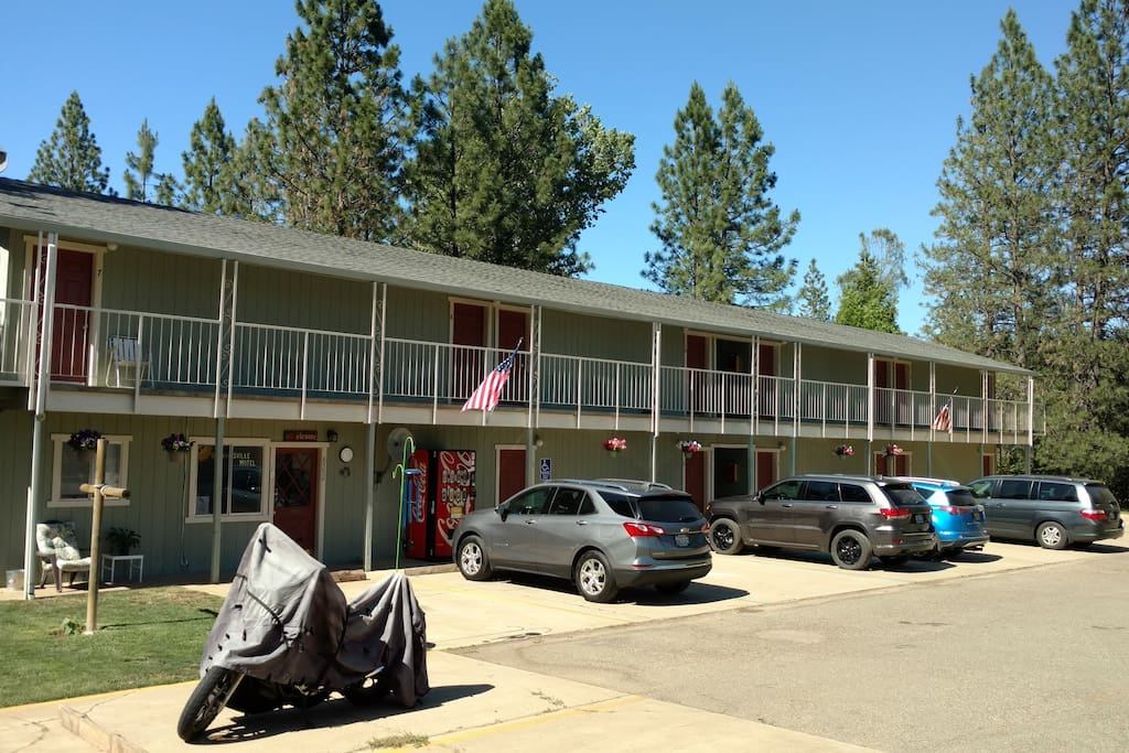 Front view of Brownsville Motel