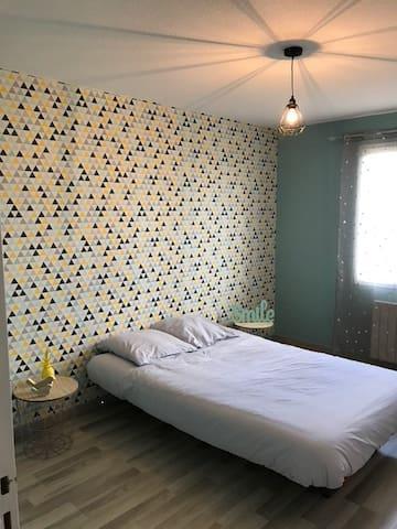 Chambre privée N°2 dans belle maison à la campagne