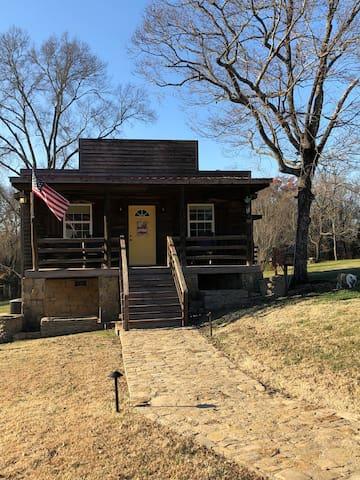 Private Cabin-Prime Location!  $85 Summer Special