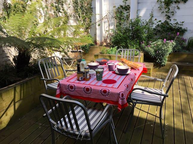 Spacious Designer Garden Flat in Hackney