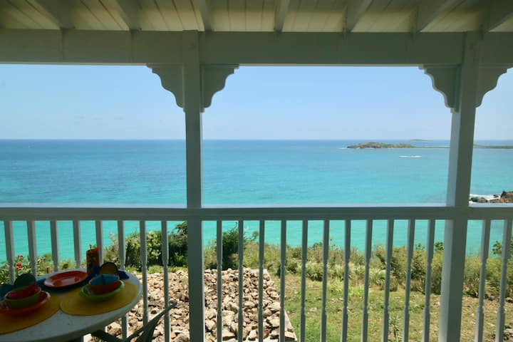 Stay Local! Quiet apt.with the Caribbean below you