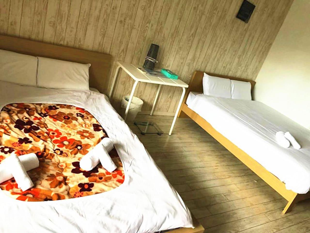 1bedroom with 3SDbeds 一间大卧室3张床 120cmx200cm。