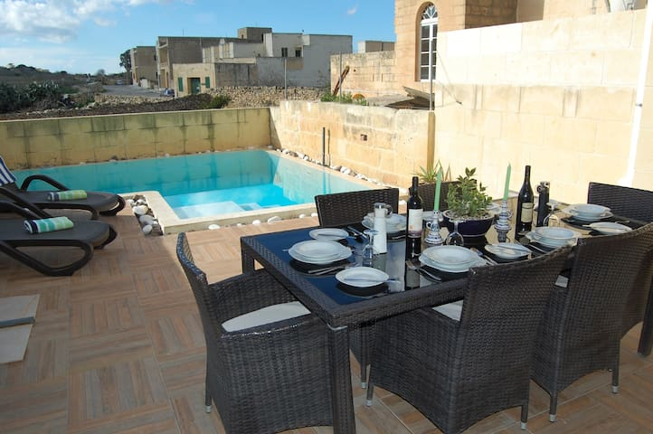 'Tal-Patrun' self catering House with Pool
