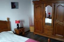 Chambre privée dans une maison style loft, calme