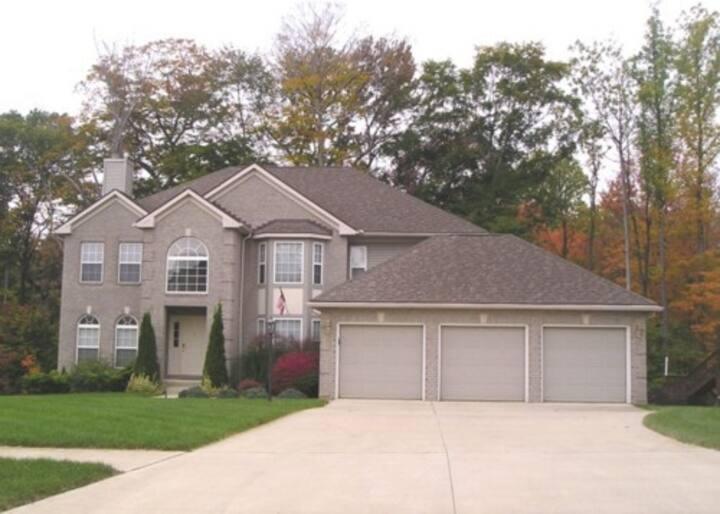 West Akron (Montrose/Copley/Fairlawn) Upscale Home
