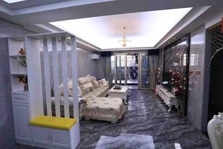 创鸿国际温馨山景三房两厅公寓