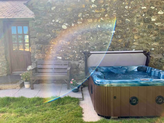 Hafod Cottage with private Hot Tub