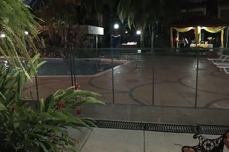 Cabaña turística con piscina - Santa marta - 小木屋