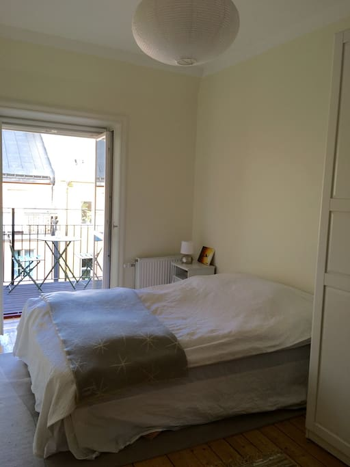 Calm and peaceful bedroom with door out o the balcony