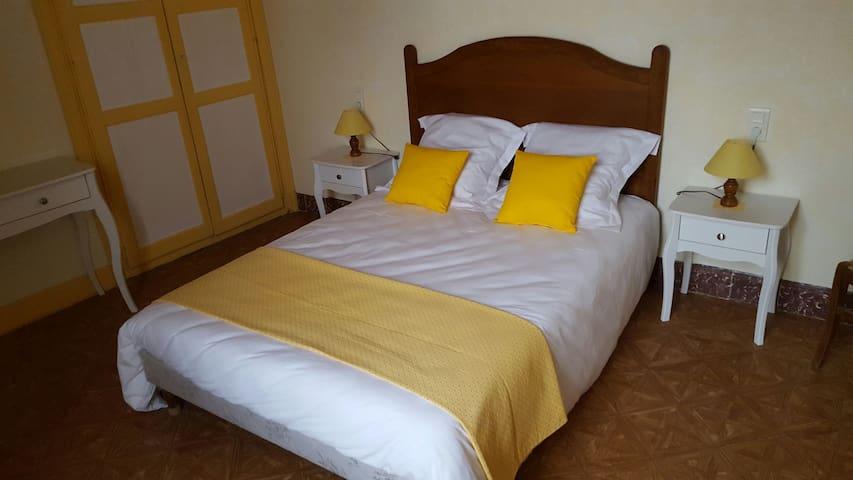 La chambre Jaune à Féole en Vendée (85) - La Réorthe - Hus