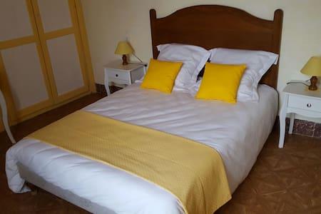 La chambre Jaune à Féole en Vendée (85) - La Réorthe