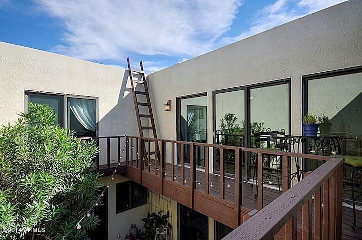Modern Southwest Haven in N.Phoenix. PvtRm&Bath